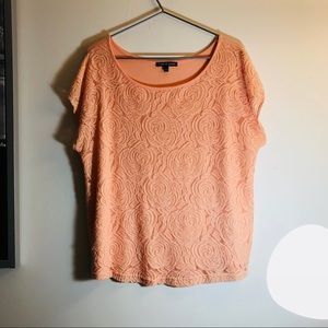 Cable & gauge | size Large peach top with roses